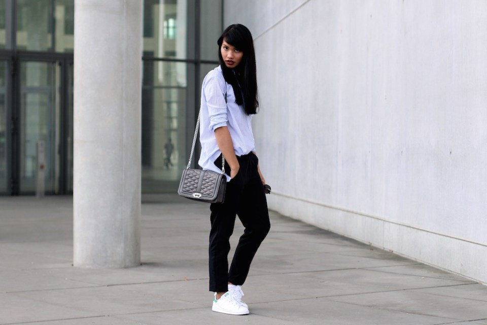 MODEBLOG-STYLE-CASUAL-LOOK-ADIDAS-HOLLISTER-STANSMITH-BLUSE-BLAU-SNEAKER-BLOGGER-FASHIONBLOG-MUENCHEN-MUNICH-3