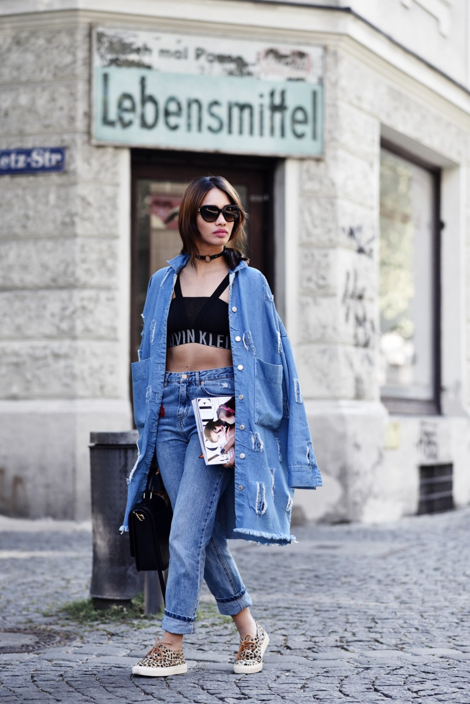 thefashionanarchy_munich_muenchen_blogger_fashionblogger_modeblogger_styleblogger_beautyblogger_denim_cutout_mantel_coat_patches_mom_jeans_mcm_outfit_1