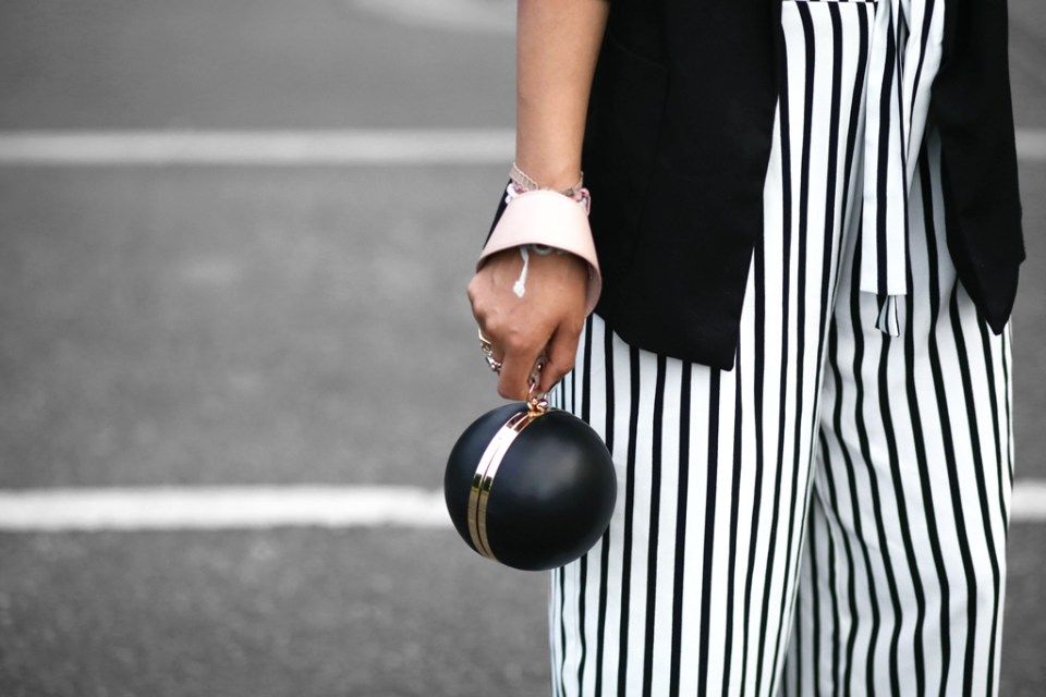 thefashionanarchy_blogger_fashionblogger_modeblog_styleblog_fashionblog_mbfw_berlin_fashionweek_outfit_look_culotte_streifen_sportsbra_superga_muenchen_munich_grannyhair_5