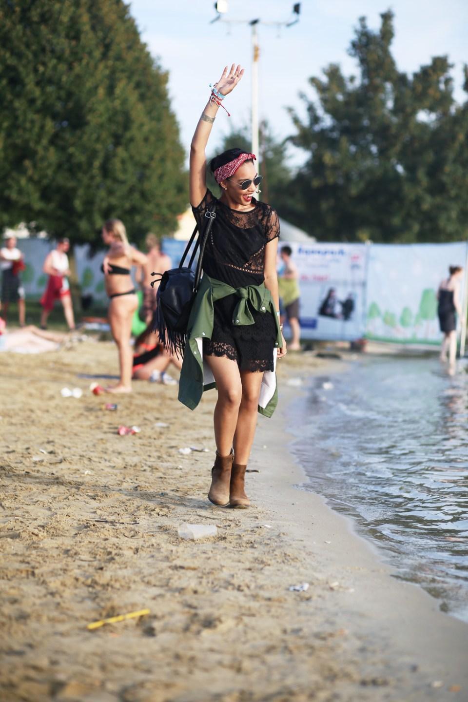 thefashionanarchy_utopia_island_festival_summer_sommer_outfit_look_style_lacedress_spitzenkleid_sorel_boots_munich_muenchen_fashionblog_modeblog-styleblog_lifestyleblog_2