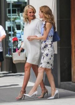 cameron-diaz-the-other-woman-set-new-york-city-stella-mccartney-tweed-falabella-shoulder-bag-azzedine-alaia-cutout-leather-sandals-1