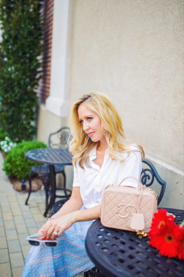 Street style cafe blonde