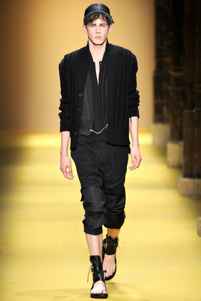 anndemeulemeester12 Ann Demeulemeester Spring 2012 | Paris Fashion Week
