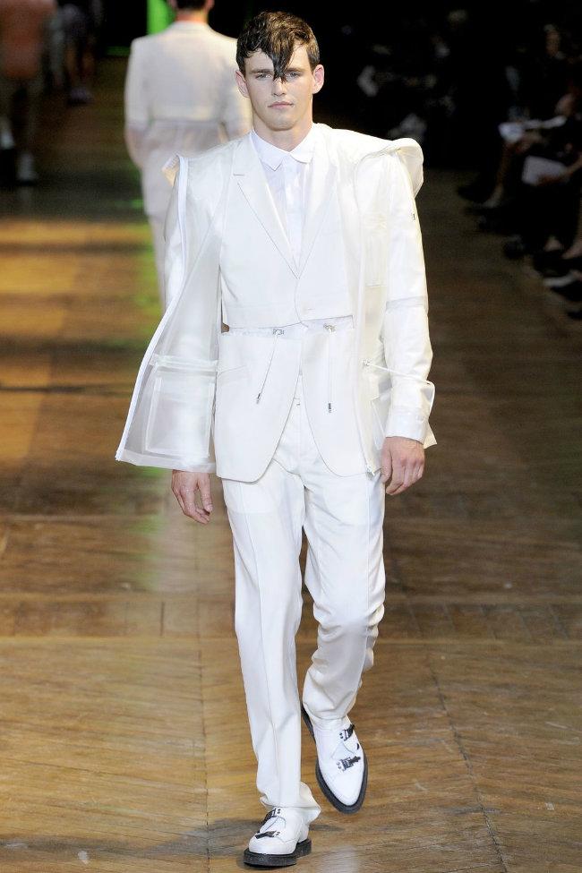 muglerrunway2 Mugler Spring 2012 | Paris Fashion Week