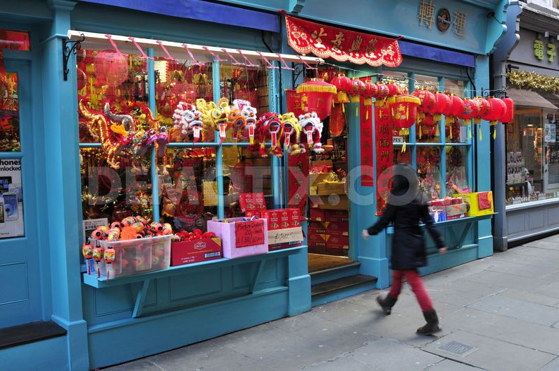 1361536452-china-town-in-london-prepares-to-celebrate-year-of-the-snake_1773908