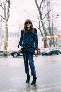 13-paris-fall-2018-street-style-zigzag-tinsel-metallic-sweater-shimmer-pants-sunglasses-black-boots