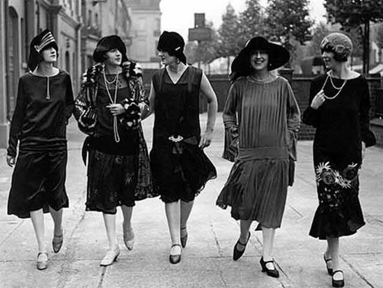 Coco Chanel's drop waist jersy dress (1920s)