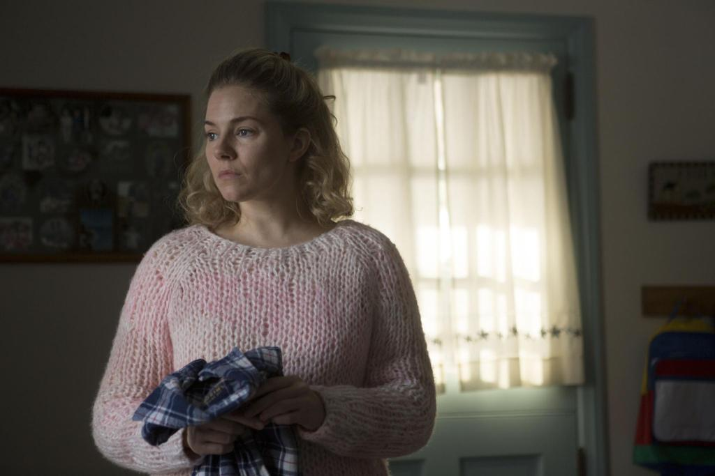 still-of-sienna-miller-in-foxcatcher-(2014)