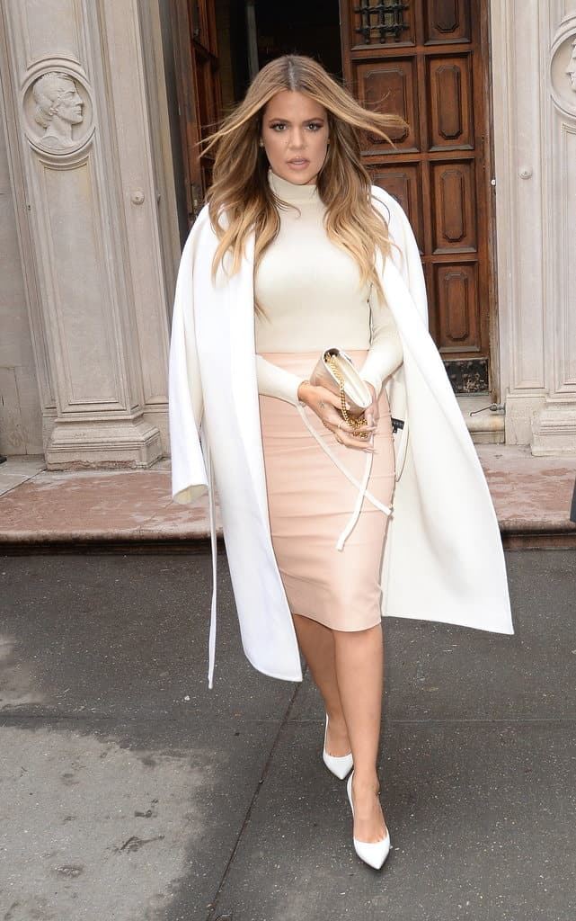 Khloé-Opted-Cream-Turtleneck-Baby-Pink-Pencil-Skirt-Oversize-White-Coat