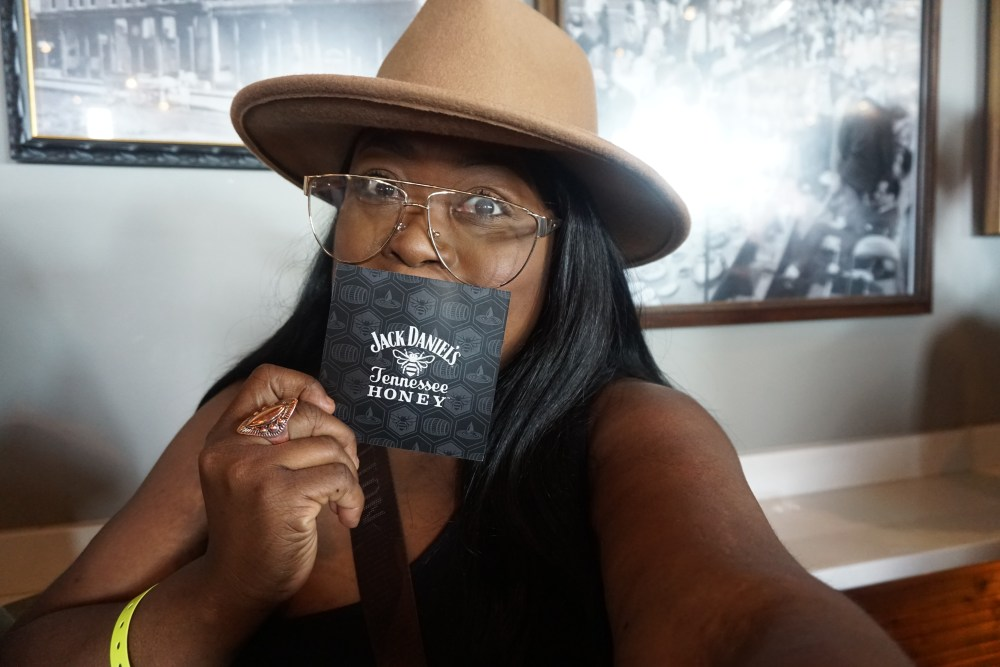 Jack Daniel's Tennessee Honey Neighborhood Flavor | Chicago, thefatgirloffashion.com