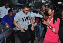 Salman Khan spends 2 minutes on the footpath to understand what beggars go through