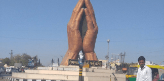 AAP To Install A Statue Outside Congress Head Quarter In Bid To Convince Them For An Alliance