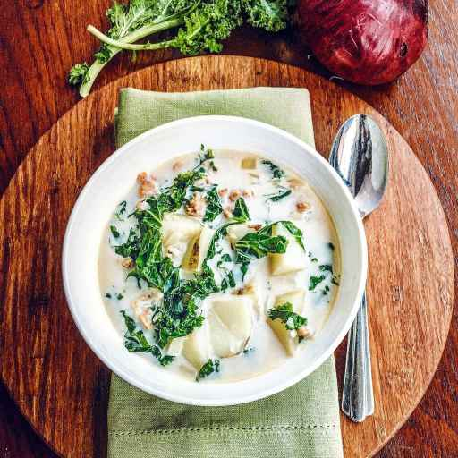 This Zuppa Toscana soup recipe is here on the blog