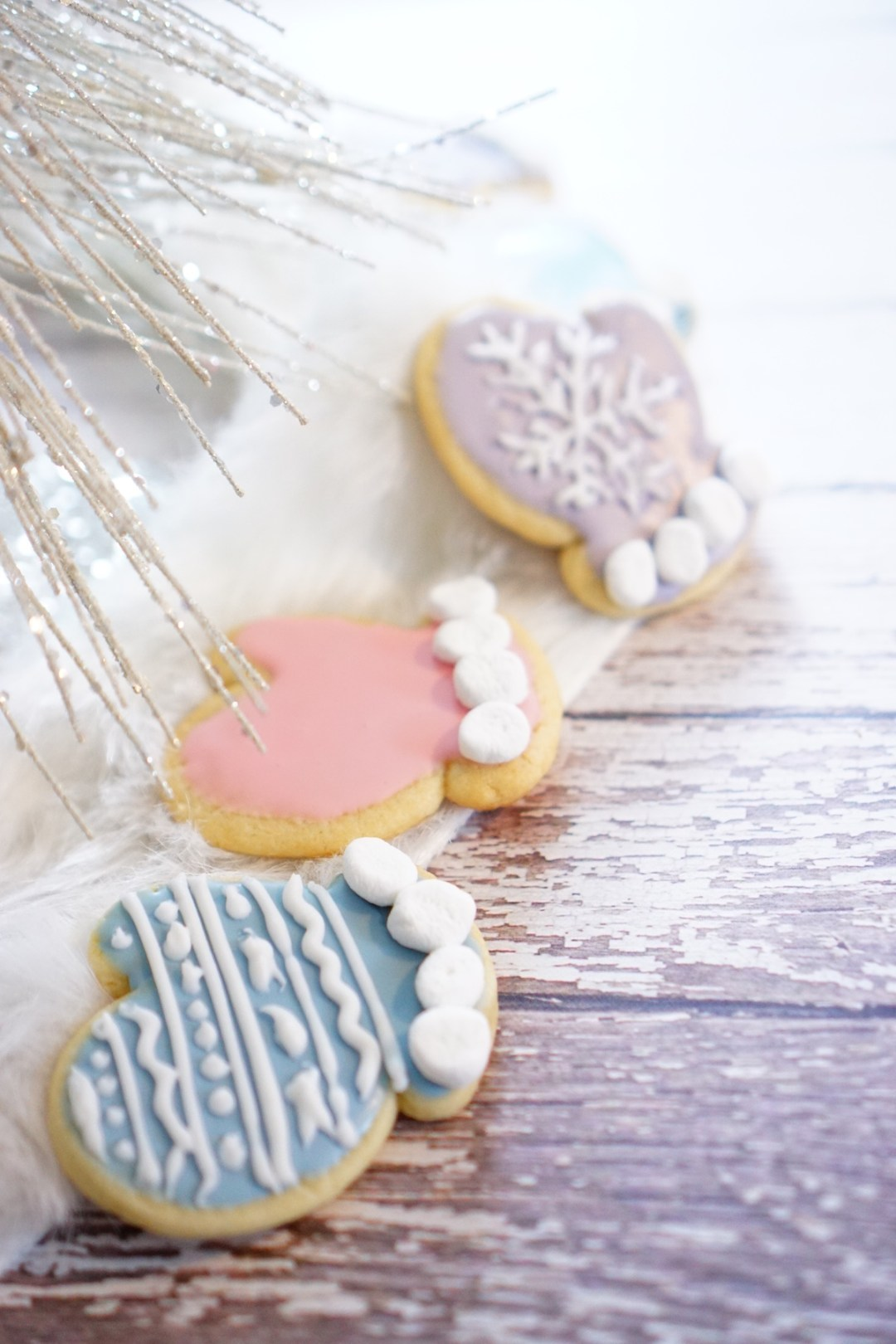 Cozy Winter Mitten Cookies - TheFebruaryFox.com