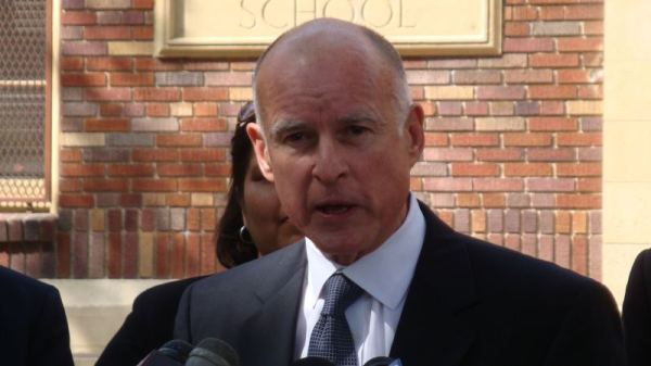 """Gov. Jerry Brown Just BANNED """"Redskins"""" in California"""