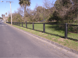 recycled plastic posts, chainmesh fence