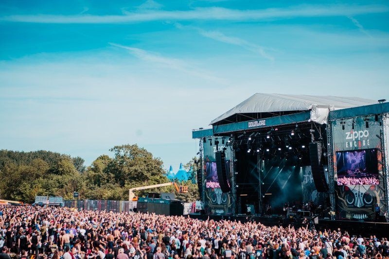 Download Festival Zippo Encore Stage Crowd