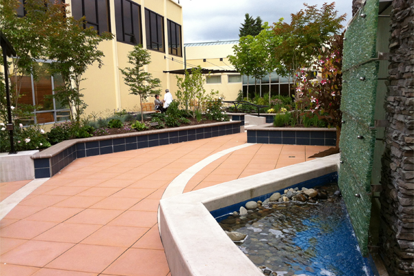 Gardens are more likely to be used if they are located near patient rooms and nurse stations. Sixty percent of garden users are hospital staff.  image: Hafs Epstein Landscape Architecture