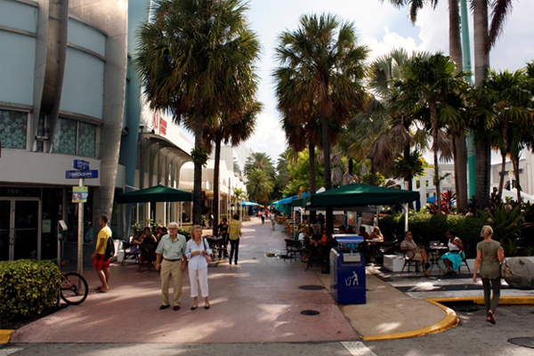 Lincoln Road Mall in Miami Beach, designed by Morris Lapidus, opened in 1959 and renovated in 1999. The one-block addition to the mall is one of LAF's CSI Performance Studies--the study is planned to be published in late 2014 image: Taner R. Ozdil, 2013