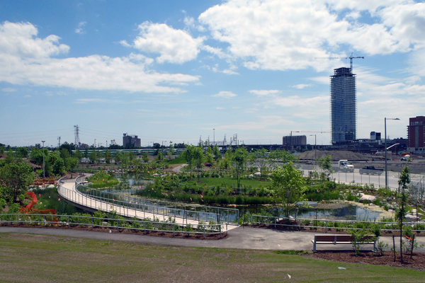 The Corktown Common integrates stormwater management, habitat features, and public access on a former industrial site along the Don River in Toronto. image: Great Ecology project team: Michael Van Valkenburgh Associates, Great Ecology