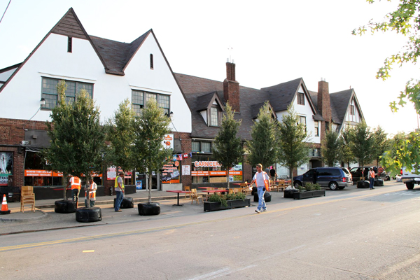 Working with SWA Architects in Dallas to install street trees and landscape elements image: Jason Roberts