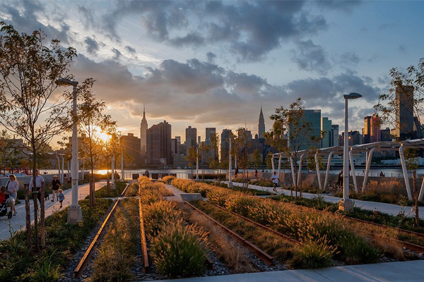 Queens, NY - Hunter's Point South Waterfront Park, 2014 Honor Award Winner, General Design Category image: Wade Zimmerman