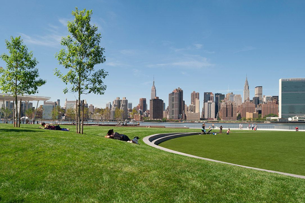 Hunter's Point South Waterfront Park, 2014 Honor Award Winner, General Design Category image: Wade Zimmerman
