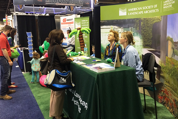 """""""Ask a Landscape Architect"""" at ASLA's exhibit booth image: Shawn Balon"""