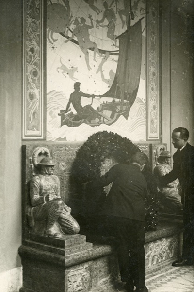 Laying a wreath at the Thrasher-Ward Memorial (undated), American Academy in Rome / image: Photo Archive, American Academy in Rome, photographer unknown, used with permission