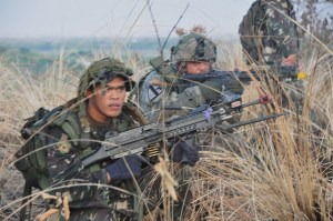 """Armed Forces of the Philippines and U.S. soldiers, designated as Combined Task Force 50-100th, on their second consecutive day conduct an early morning raid, April 18, to capture Hilltop 142, which was infested with """"enemy"""" role-players. This is one of many scenarios AFP and U.S. forces train to during Exercise Balikatan 2012. The exercise is an annual bilateral event, which benefits both militaries in continuing to build upon their high level of cooperation and interoperability. Balikatan 2012 Photo by Sgt. 1st Class Peter Eustaquio Date Taken:04.18.2012 Location:FORT MAGSAYSAY, PH Read more: www.dvidshub.net/image/561909/philippine-us-soldiers-cond..."""