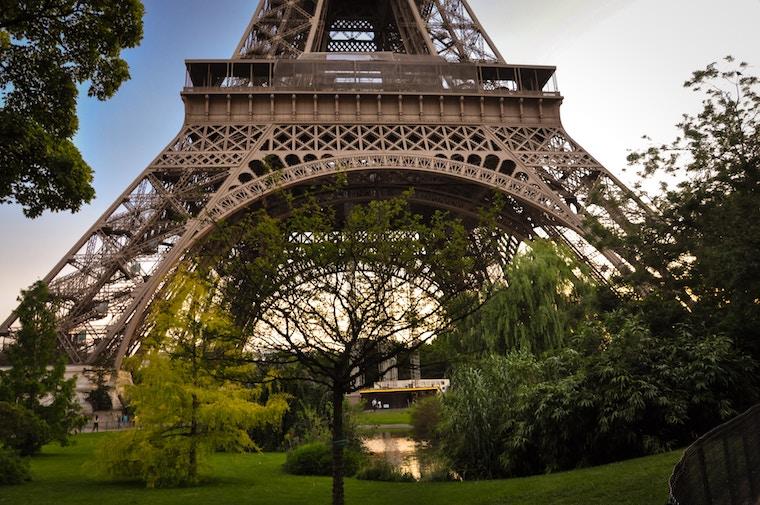 Eiffel Tower greenery