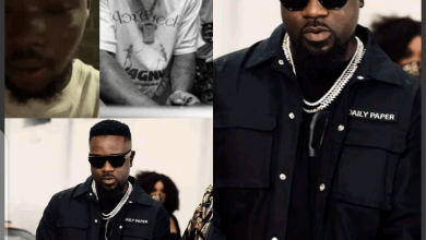 Photo of Another Fan Begs Sarkodie After A Guy Received Slaps From Stonebwoy & Davido For Their Song Leakage