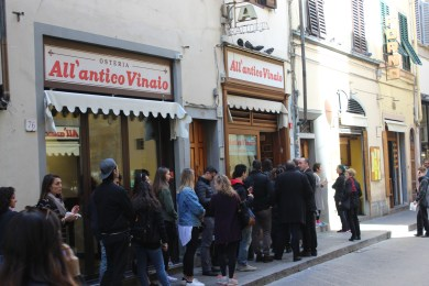 Al Antico Vinaio sells fantastic food