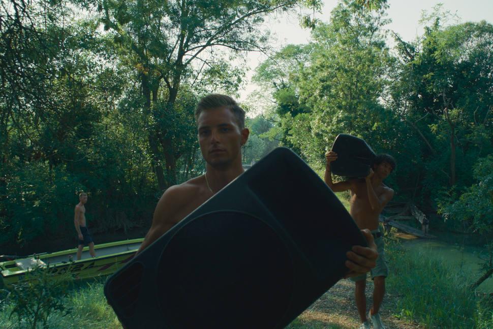 A still from the film Atlantide.