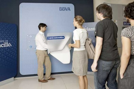 bbva_ideo_atm_of_the_future_queue