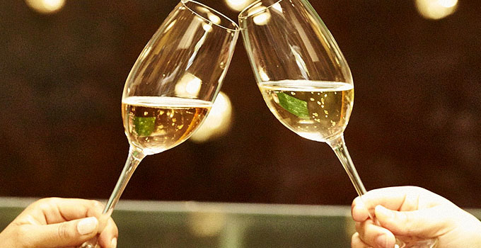 The Difference Between Sparkling Wine and Champagne.