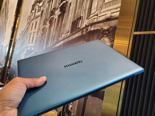 The Huawei Matebook X weights only one kilo