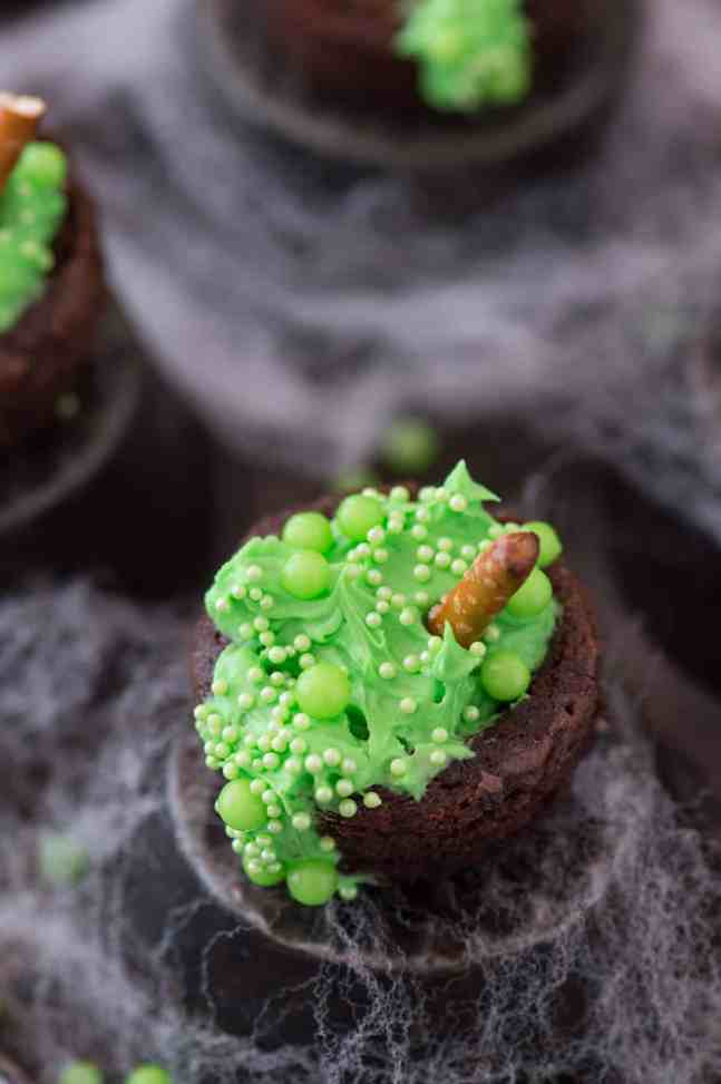 25  Spooky Halloween Food recipes and creative ideas for your Halloween parties. Sweet and savory Halloween recipes that everyone will love.