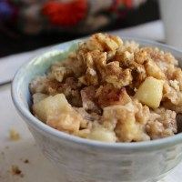 Overnight Slow Cooker Oatmeal – Cinnamon Apple