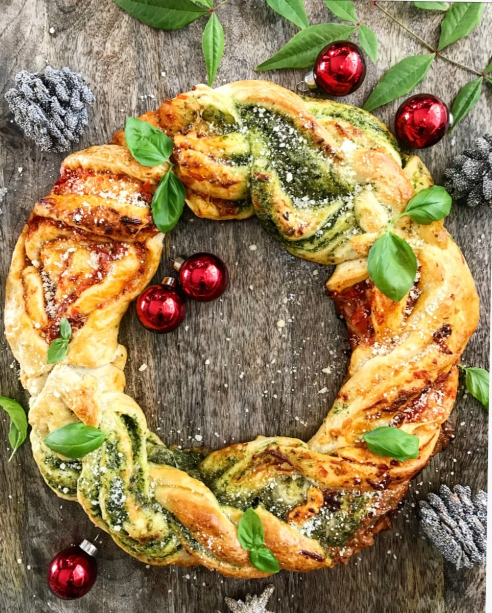 » Festive Pesto & Sun-Dried Tomato Wreath (Vegetarian, Vegan