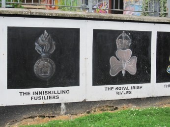 Derry - The Innisklling fusiliers e The Royak Irish Rifles