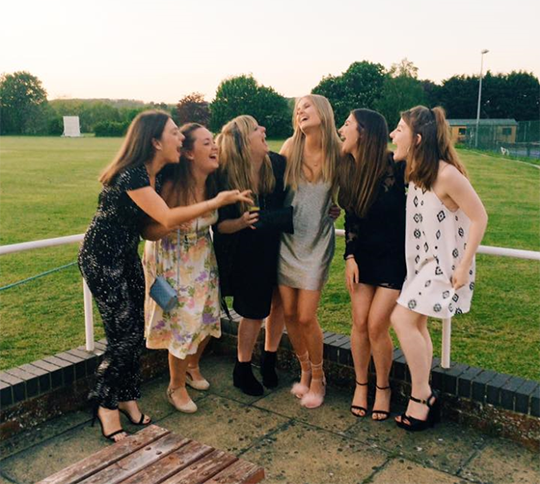 11 Squad Photos You're Guilty Of