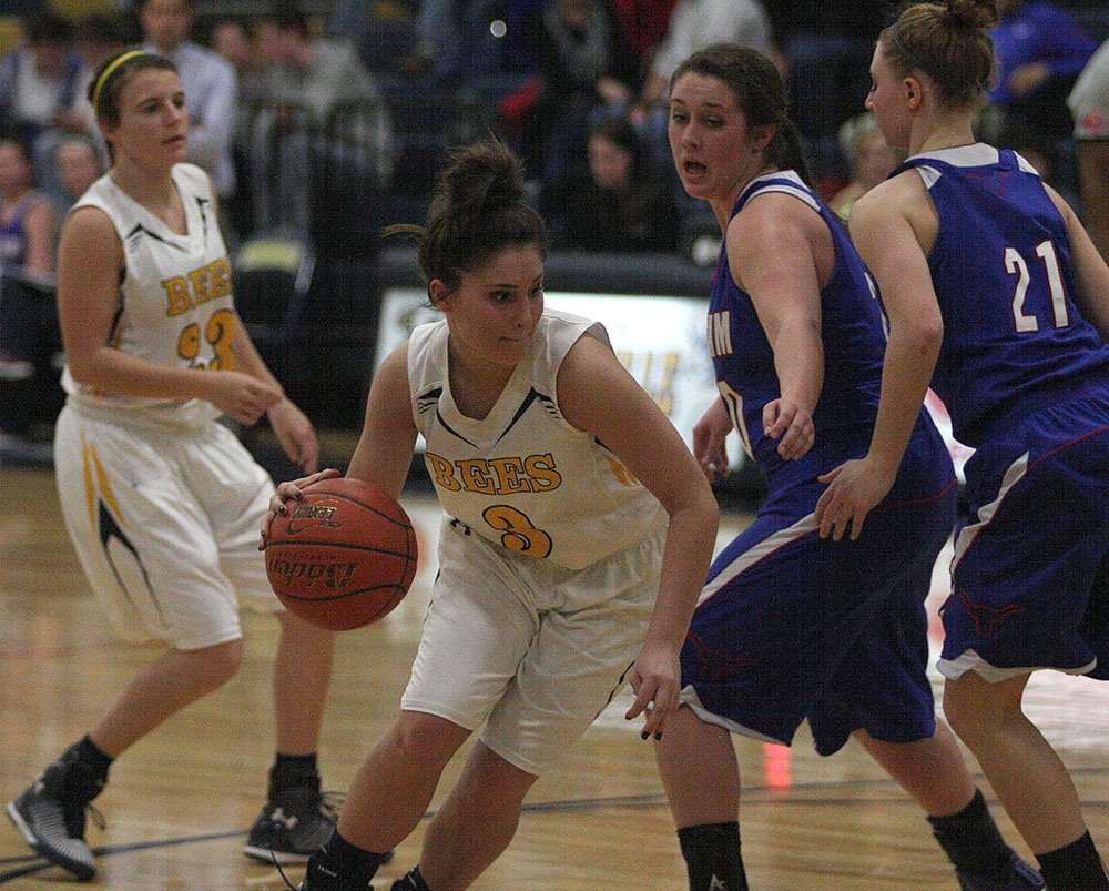 The Honeybees and Robbi Elliott look to avenge a prior loss to Brownwood when they host the Lady Lions this evening at Gandy Gym. || Photo by BRAD KEITH