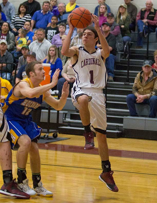 Senior guard Tim Griffin scored 12 points for Lingleville in its loss to Huckabay Tuesday. || Photo by RUSSELL HUFFMAN