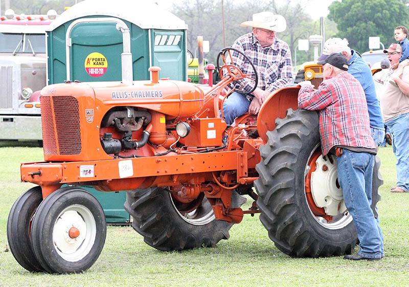 Antique tractors 02