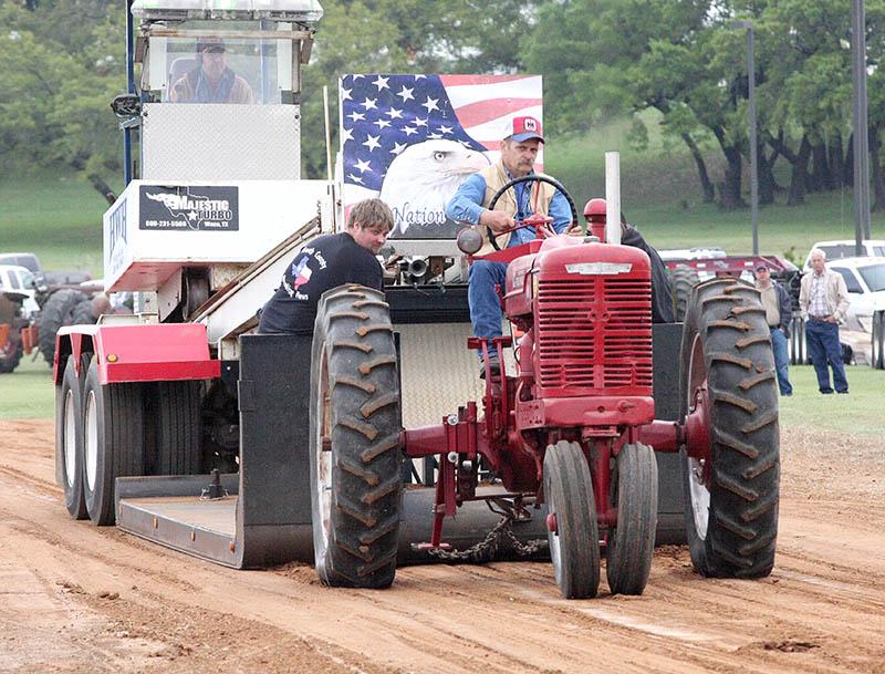 Antique tractors 03