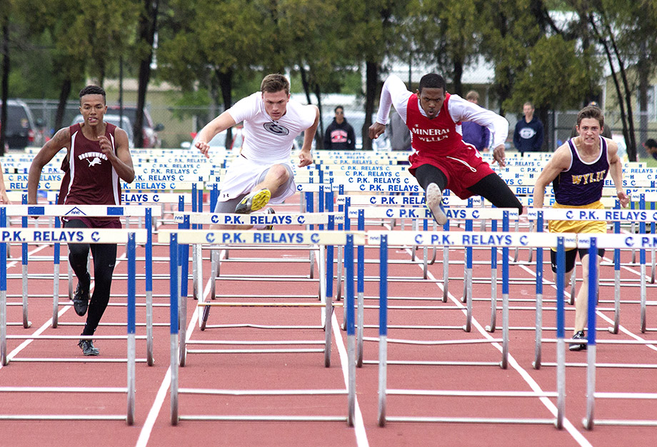 Austin Stufflebean hurdles