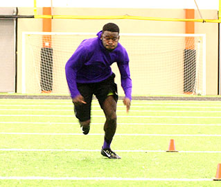 Clifton Rhodes III is timed in the short shuttle drill. || BRAD KEITH/TheFlashToday.com