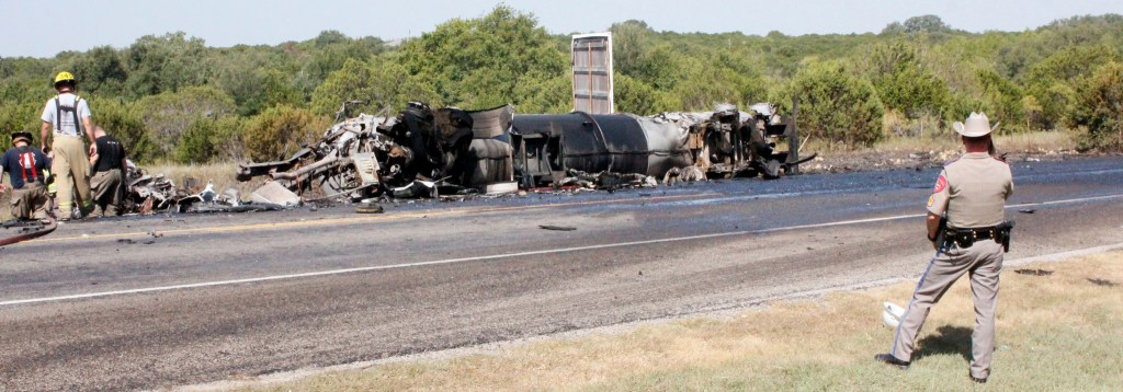Crash on US 281 kills two, closes roadway for hours – The