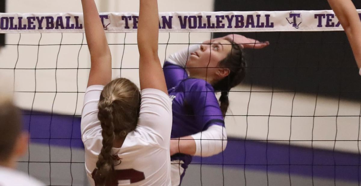 Texans take care of Kingsville in straight sets to move into second place in LSC division - The Flash Today